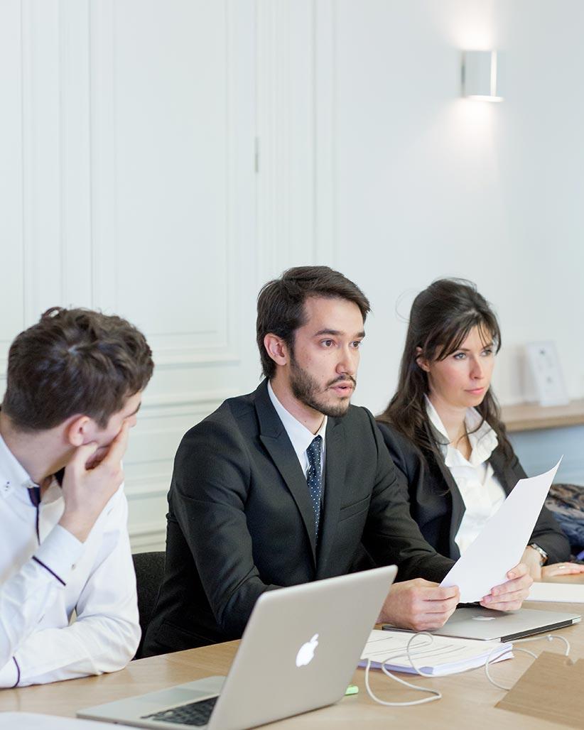HEAD exercer le métier juriste d'affaires